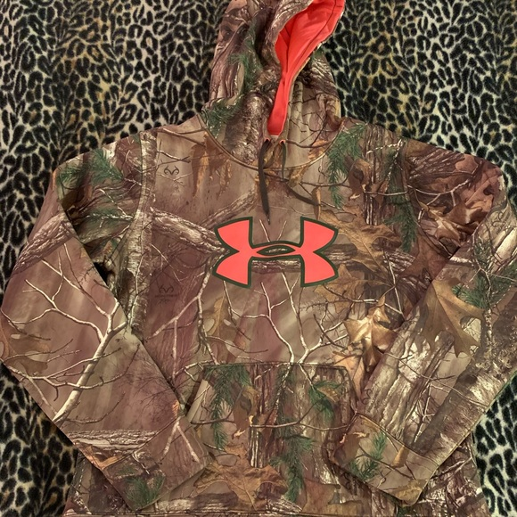 Under Armour Tops - Under Armour camo pink hoodie